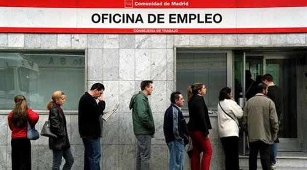 """Una de las primeras cosas que seencuestacualquierlaboriosoalestarencircunstancias de desempleo. Generalmente es cuánto cobrará de paro y por cuánto tiempopodrásometerseal desempleo. No obstanteningunoquiereespecular en el desempleo, pero estar al tantode antemano cuánto es elperíodo de paro que tendrá. Y cuánto cobrarás de desempleo es fundamentalparaconseguirplanificarse. En elincipientede los casos, dependerá de las cantidades que hayainadvertidoen suposteriorempleo,asimismocomo de sus circunstancias personales. En elsegundo, será ellapsoque haya trabajado quien determine lapersistenciade latributoo delsubsidio. Este es uno de los tantos servicios que ofrece la gobernación española al momento que una persona se haya en situación desempleada. La misma brinda una ayuda económica según el tiempo que haya laborado. Es por ello que hoy hemos traído a nuestros lectores y más fieles seguidores todo lo que necesitas saber sobre el paro empleado. Ademas que compartiremos datos y consejos que de seguro no sabias en referencia a este tema. Cómo saber cuánto paro tengo acumulado Como bien hemos mencionado anteriormente el paro es el momento en el que cualquier empleado se encuentra en situación de desempleado. Por medio del cual el gobierno hace la prestación de un beneficio económico el cual se adecuará a diferentes características. A continuación te contaremos los pasos que debes seguir para conocer de forma rápida el tiempo transcurrido o acumulado en paro. Recuerda que estos pasos solo son validos para la región española. Pasos a seguir En primera instancia debemos ingresar a la página web delServicio de Empleo Público Estatal (SEPE). Cuando te hayas dentro dirígete a la pestaña""""Prestaciones"""". Por consiguiente, deberás hacer clic en el apartado """"Consultas"""". Allí podrás consultar la información en referencia a tu prestación de desempleo otorgada por la gobernación. Ahora para saber cuanto tiempo tienes de paro debes seleccionar el recuadro de """"Consultas de la prestación"""". """