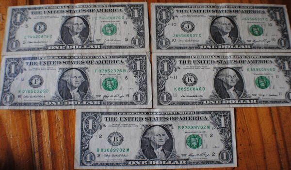 1 dollar banknotes circled 5 different letters befjk-D_NQ_NP_985011-MLA20458556400_102015-F