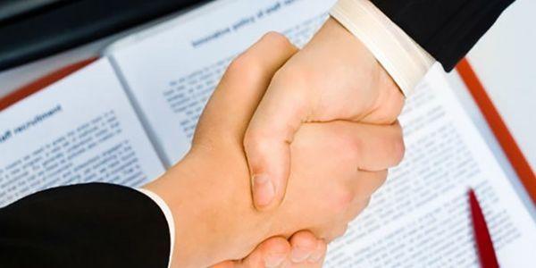 firma del contrato de arrendamiento por un apartamento en chile